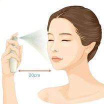 건조함이 느껴질 때 수시로 얼굴에서 20cm정도 떨어져서 눈을<br /> 감고 얼굴 전체에 가볍게 뿌려 줍니다.