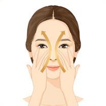 양손의 3, 4지를 사용해 입가 팔자주름부터 콧등을 따라 아래에서 위로 <br />탄력 있게 끌어올려 줍니다.
