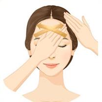 양손의 손가락 마디 전체를 사용해 사선 방향으로 양손을 번갈아 가며<br />흡수시켜 줍니다. (약 3회 반복)