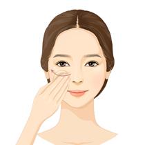 파운데이션 사용 후 윤팩트의 2가지 컬러를 적절히 취해 가볍게 펴 발라 줍니다. </br> 보다 매끄러운 피부표현에는 루비셀 퍼프를, </br> 보다 화사하고 보송한 피부표현에는 별도 내장된 프로킹 퍼프를 사용하십시오.