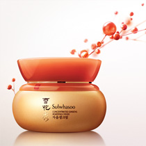 Formulated with Korean medicinal Herbs, this revitalizing cream delivers nutrient-rich ginseng to the deepest layers of the skin to revive damaged, depleted skin.  